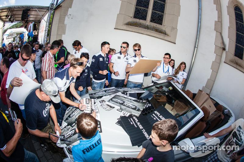 Claudia Hürtgen, Jens Klingmann, Dominik Baumann, Martin Tomczyk, Lucas Luhr, Dirk Müller, Alexander Sims and Dirk Werner sign autographs