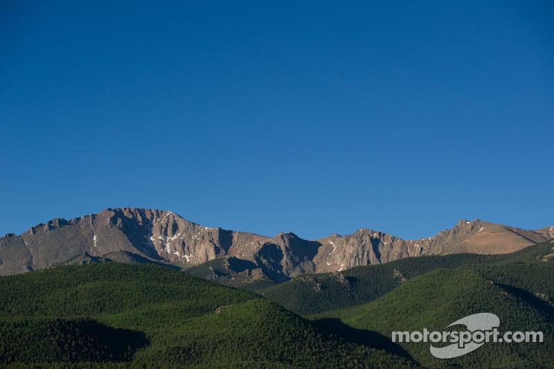 La maestosa montagna di Pikes Peak