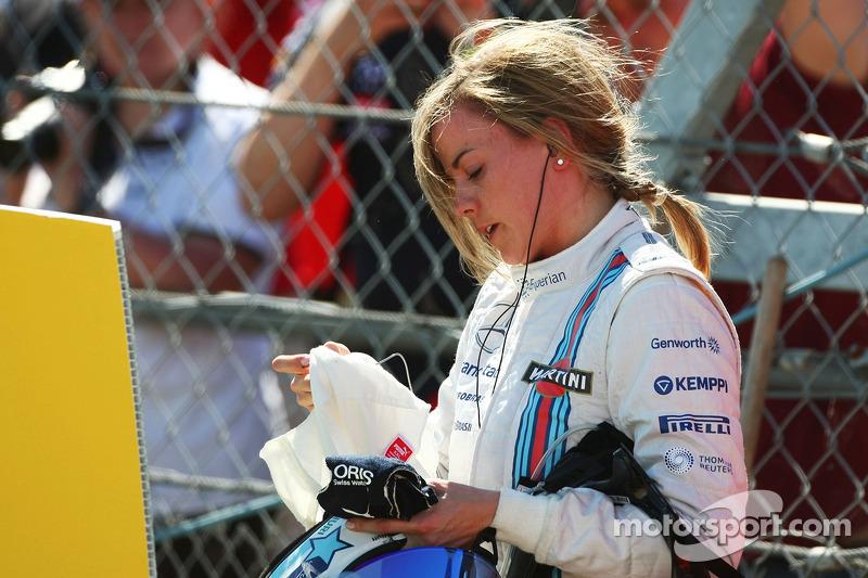 Susie Wolff, pilota collaudatrice Williams ferma sul circuito durante la FP1