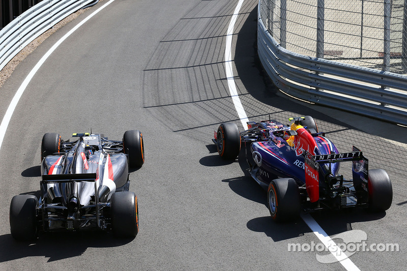 Esteban Gutierrez, Sauber C33 ve Daniel Ricciardo, Red Bull Racing RB10