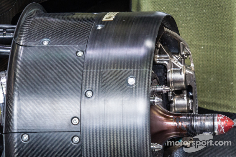 #20 保时捷运动部 保时捷 919 Hybrid 刹车和前轮毂罩 细节