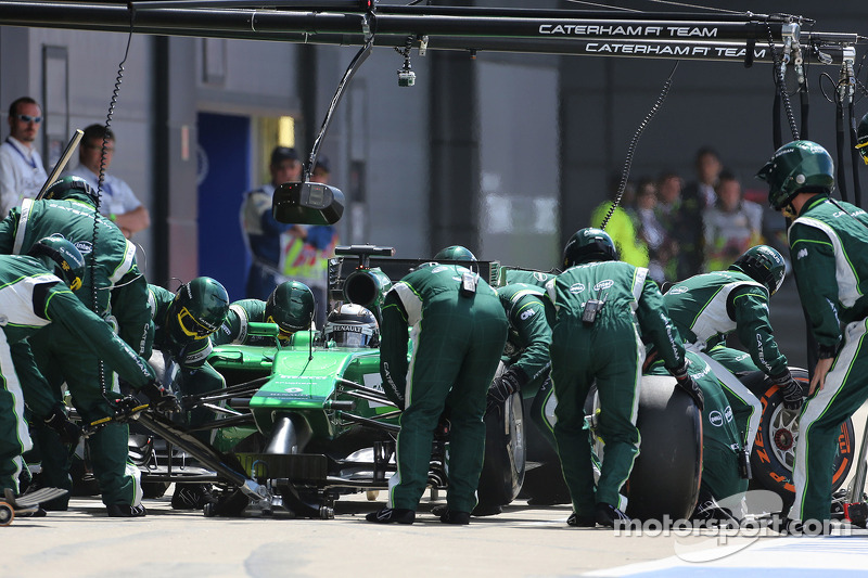 卡特汉姆F1车队的小林可梦伟在停站