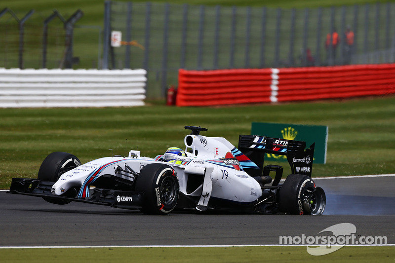 Felipe Massa, Williams FW36 with a damaged rear suspension and wheel at the start of the race