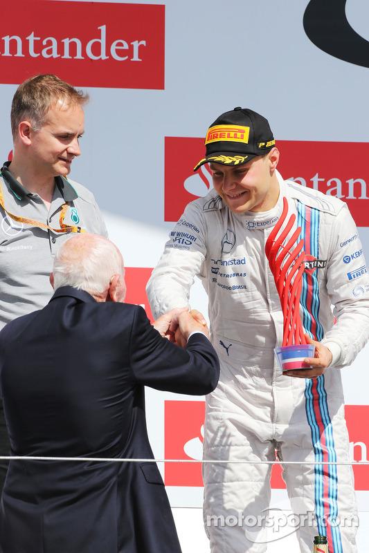 Valtteri Bottas, Williams festeggia la seconda posizione sul podio con John Surtees