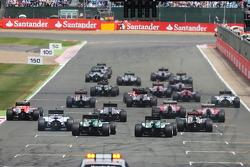 Nico Rosberg, Mercedes AMG F1 W05 conduce alla partenza della gara