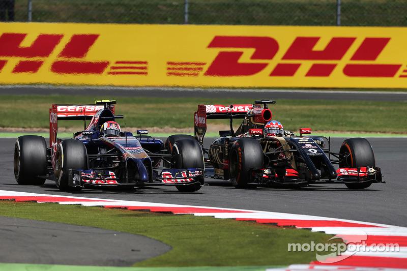 Daniil Kvyat, Scuderia Toro Rosso STR9 and Romain Grosjean, Lotus F1 E22 battle for position