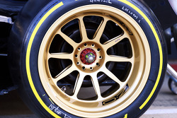 The Lotus F1 E22 running new 18 inch Pirelli tyres and rims