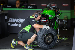 Kawasaki pit crew