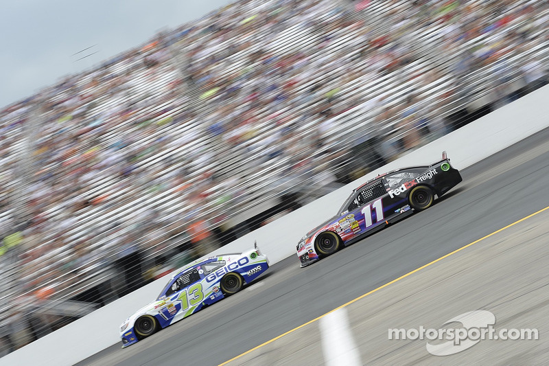 Casey Mears, Germain Racing Ford ve Denny Hamlin, Joe Gibbs Racing Toyota