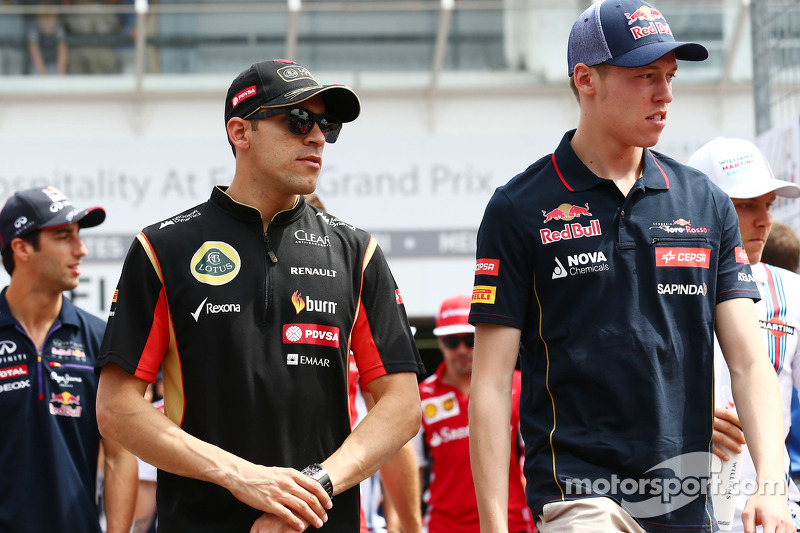 (L to R): Pastor Maldonado, Lotus F1 Team and Daniil Kvyat, Scuderia Toro Rosso on the drivers parad