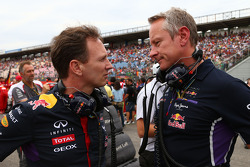 (Soldan Sağa): Christian Horner, Red Bull Racing Takım Patronu ve Jonathan Wheatley, Red Bull Racing Takım Menajeri gridde