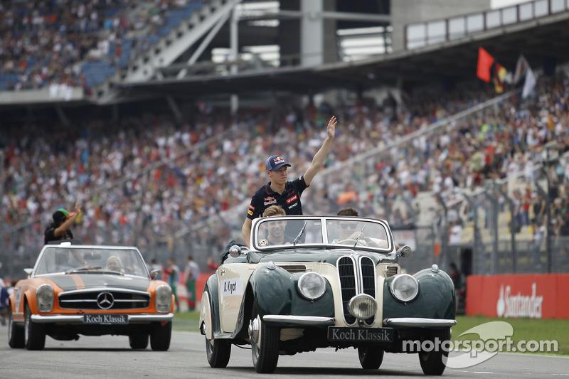 Daniil Kvyat, Scuderia Toro Rosso pilot geçiş töreninde
