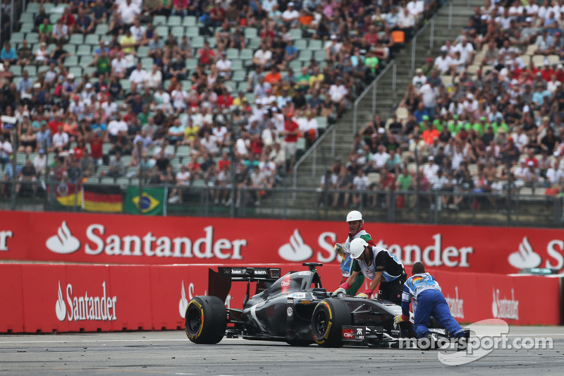 Adrian Sutil, Sauber C33 spun and retired from the race