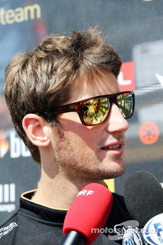 Romain Grosjean, Lotus F1 Team com a imprensa