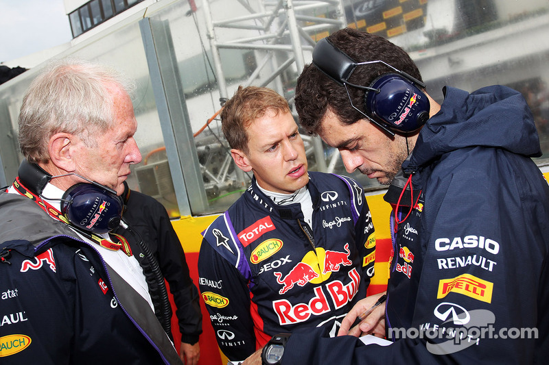 Dr Helmut Marko, Red Bull Motorsport Consultant with Sebastian Vettel, Red Bull Racing and Guillaume Rocquelin, Red Bull Racing Race Engineer on the grid.