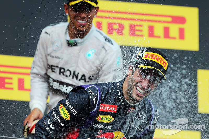 Daniel Ricciardo, Red Bull Racing celebrates with Lewis Hamilton, Mercedes AMG F1 and the champagne