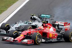 Nico Rosberg, Mercedes AMG F1 Team y Kimi Raikkonen, Scuderia Ferrari