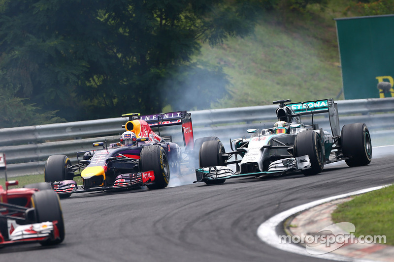 Daniel Ricciardo, Red Bull Racing RB10 y Lewis Hamilton, Mercedes AMG F1 W05
