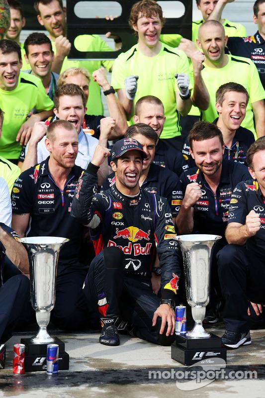 Daniel Ricciardo, Red Bull Racing celebra resultado com equipe