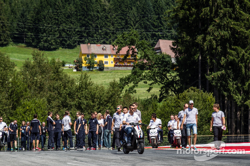 A lot of people on the track during the track walk