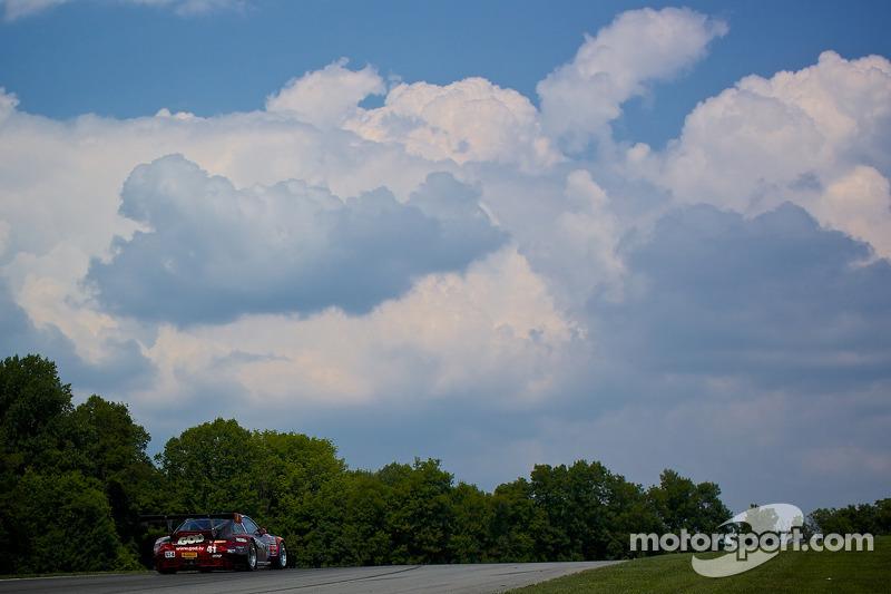 #41 EFFORT Racing Porsche GT3R: Michael Mills