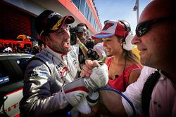 Il vincitore della gara Jose Maria Lopez festeggia