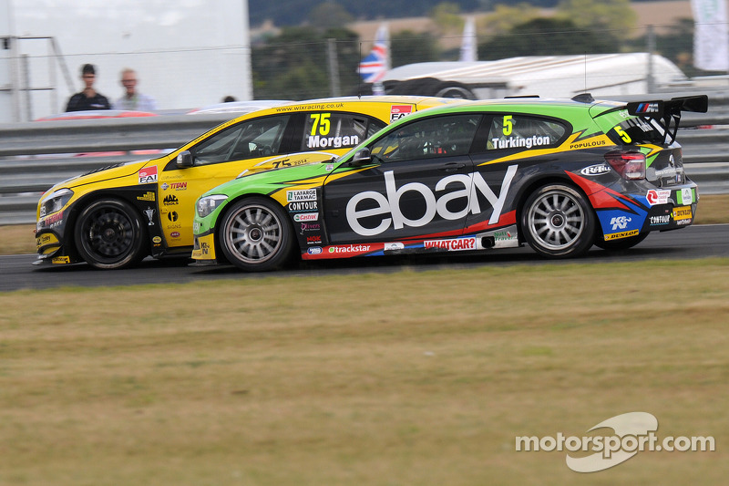 Colin Turkington, eBay Motors Adam Morgan'ı geçiyor, Wix Racing