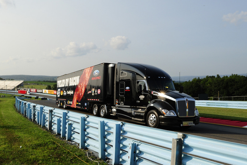 Tır: Aric Almirola, Richard Petty Motorsports Ford