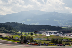 Prema Powerteam车队驾驶达拉拉F312梅赛德斯赛车的埃斯特万·奥孔,kfzteile24车队驾驶达拉拉F312梅赛德斯的罗伊·尼桑尼,West-TecF3车队驾驶达拉拉F312梅赛德斯赛车的费利克斯·塞拉尔斯