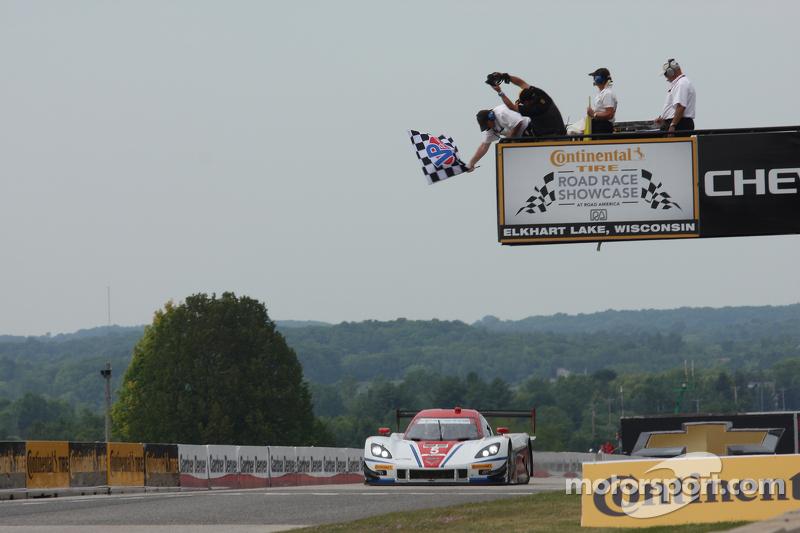 #5 Action Express Racing 雪佛兰克尔维特 DP: 若·巴博萨, 克里斯蒂安·费迪帕尔迪 取胜