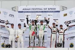 GT Asya Sepang R1 Podyum: Davide Rizzo, Anthony Liu, Stefan Mucke, Frank Yu, Rob Bell, Hiroshi Hamag