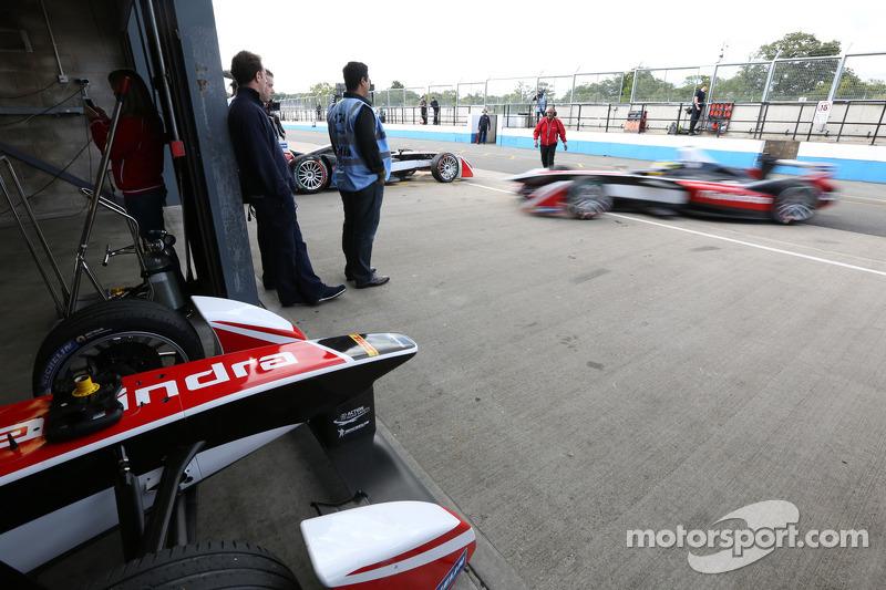 Vetture Formula E in pitlane