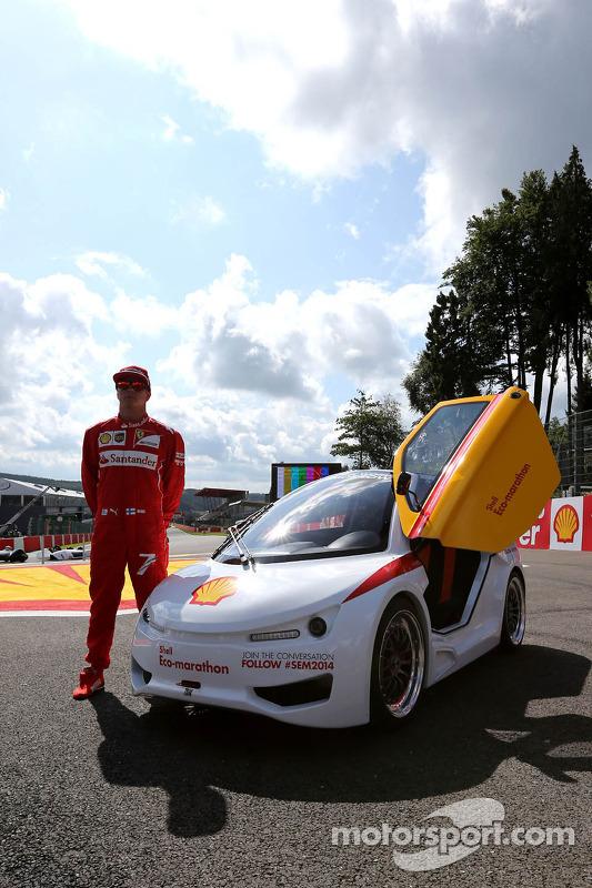 Kimi Raikkonen, Scuderia Ferrari dirige um carro da Shell Eco Marathon
