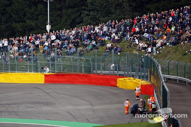 Pastor Maldonado, Lotus F1 E21 crashed out of FP2