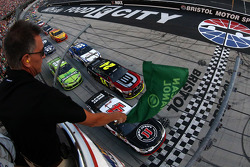 Start: Kevin Harvick lider