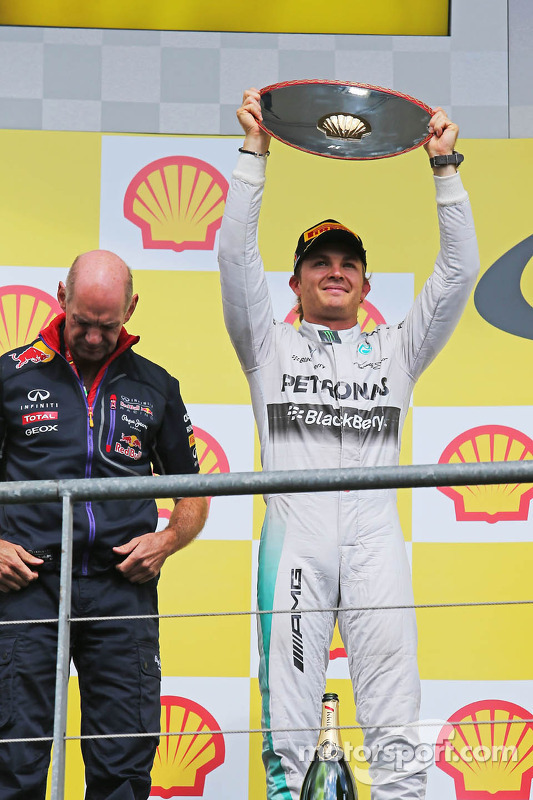 Nico Rosberg, da Mercedes AMG F1, comemora sua segunda posição no pódio
