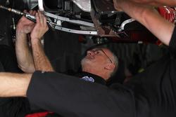#555 crew makes repairs