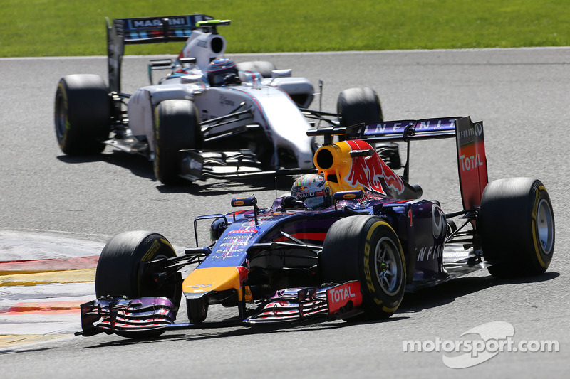 Sebastian Vettel, Red Bull Racing; Valtteri Bottas, Williams F1 Team