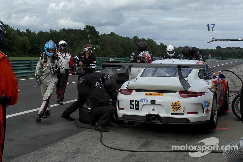 #58 Snow Racing 保时捷 911 GT America: 麦迪逊·斯诺 & 扬·埃朗  进站