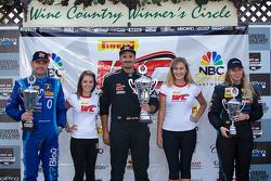 GT-A领奖台:马切罗·哈恩(左,第二名),阿尔伯特·冯·特恩和塔西斯(中,第一名),克里斯蒂娜·尼尔森(右,第三名)