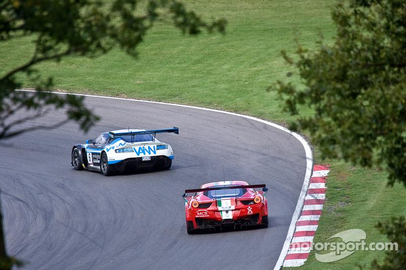 #6 PGF - Kinfaun AMR 阿斯顿马丁 Vantage GT3: 菲尔·德赖伯勒, 约翰·高 #29 AF Corse 法拉利 458 Italia GT3: 帕辛·拉图拉斯, 马特·格里芬