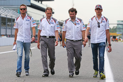 Giedo van der Garde, Sauber Reserve Driver, and Adrian Sutil, Sauber, walk the circuit