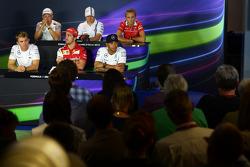 La conferenza stampa FIA: Kevin Magnussen, McLaren F1; Valtteri Bottas, Williams; Max Chilton, Marussia F1 Team; Nico Rosberg, Mercedes AMG F1; Fernando Alonso, Ferrari; Lewis Hamilton, Mercedes AMG F1