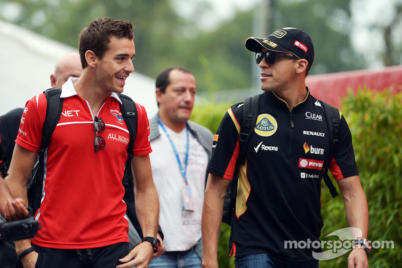 玛鲁西亚F1车队的朱尔斯·比安奇和路特斯F1车队的帕斯托·马尔多纳多