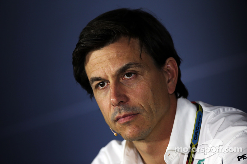 Toto Wolff, Mercedes AMG F1 Socio e direttore esecutivo alla conferenza stampa FIA