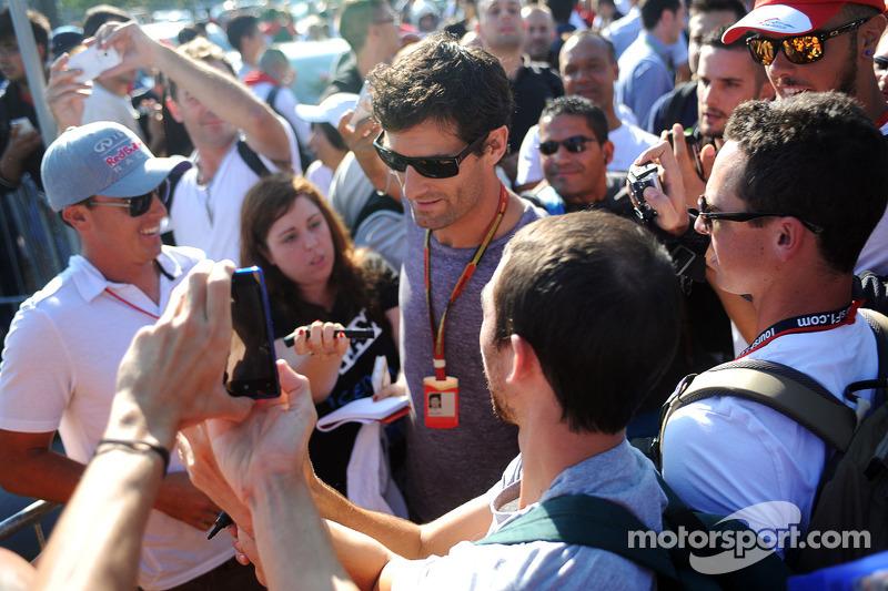 Mark Webber, con fans