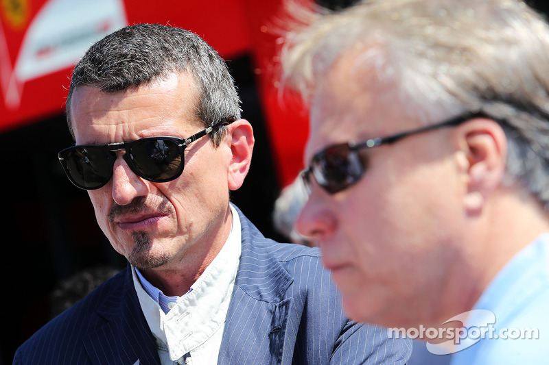 Guenther Steiner, Presidente de Haas F1 Team con Joe Custer, Stewart Haas Racing Vicepresidente
