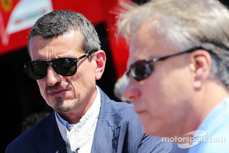 Guenther Steiner, Haas F1 Team Principal con Joe Custer, Vice President  Stewart Haas Racing