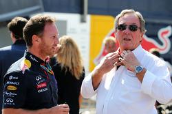 红牛车队车队经理克里斯蒂安·霍纳与他的父亲雅顿车队负责人盖瑞·霍纳