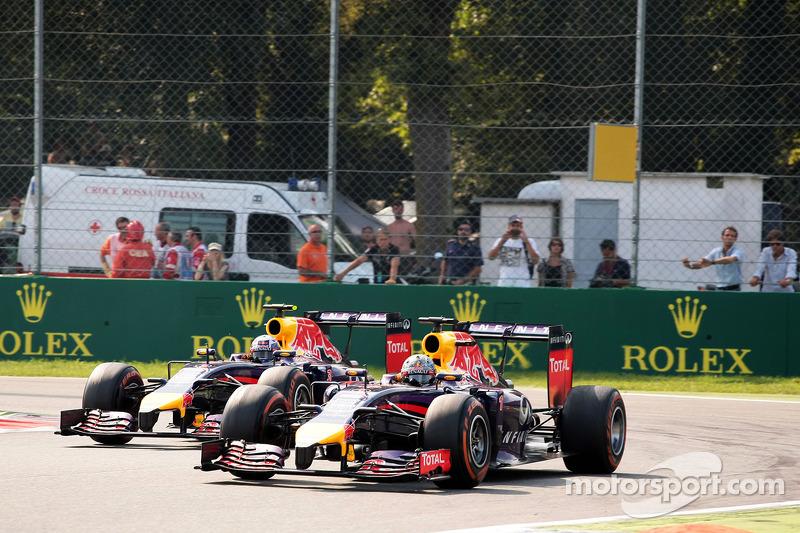 Sebastian Vettel, Red Bull Racing RB10 lidera a su compañero de equipo Daniel Ricciardo, Red Bull Racing RB10